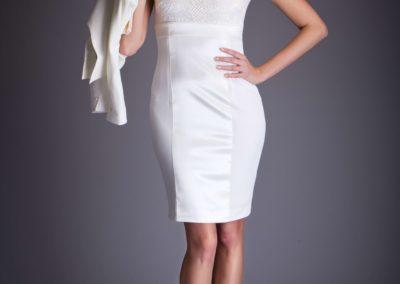 bílé něžné společenské šaty