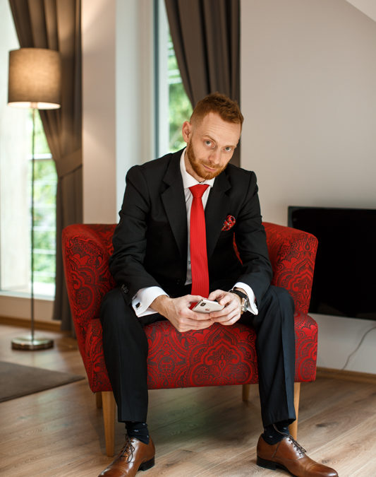Jaké kousky představují základ šatníku elegantního muže?